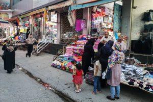 Baneh, Kurdistan e rojhelat (Iran), été 2019. Gigantesque centre commercial, le baza de Baneh regorge des produits amenés par les Kolbers. On y vient de tout l'Iran pour acheter moins des produits de consommation, TV, électroménager...