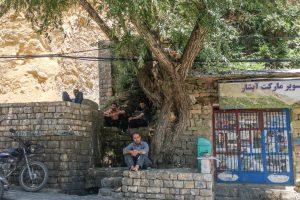 Région de Hewraman, Kurdistan e Rojhelat, été 2019. Quand les soldats font passer le mot que le passage de la frontière est interdit, la majorité des habitant.e.s des villages de la région se retrouvent sans activité.